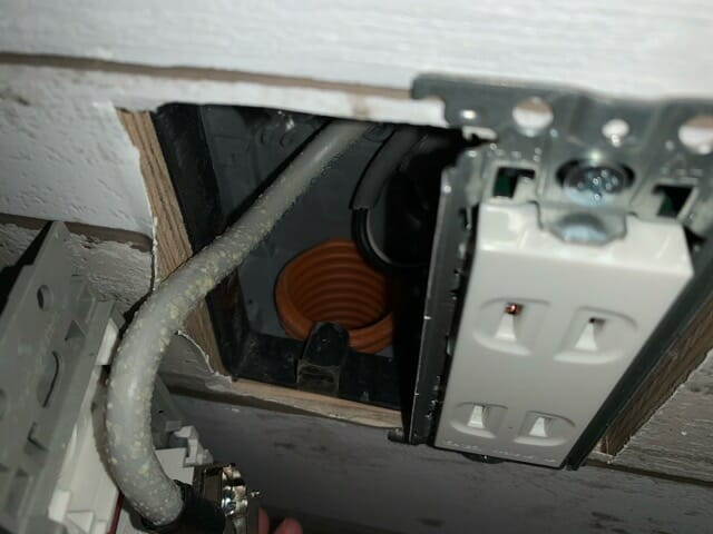 ケーブルを通すための空配管