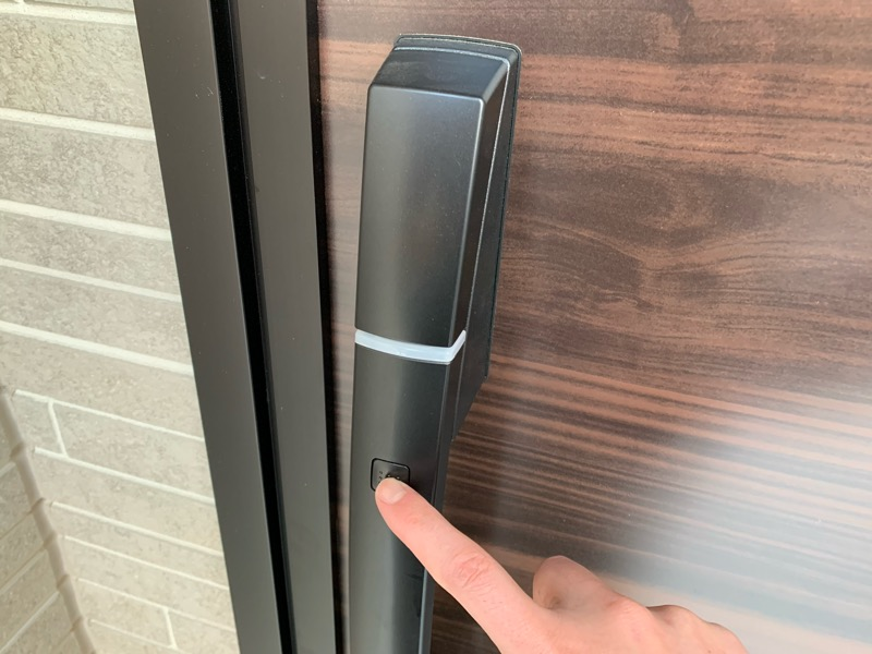 YKKの玄関ドアボタンを押しても反応しない様子