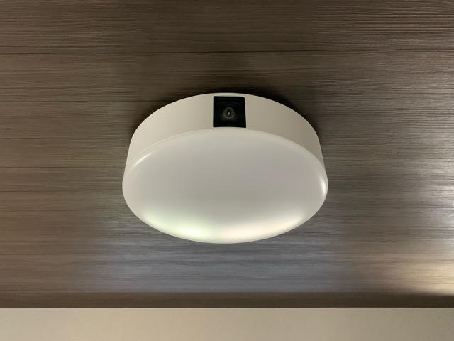 木目調の天井についたポップインアラジン2の画像