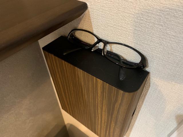 宮武製作所のキーボックスの上に眼鏡等の小物が置けるのが分かる画像