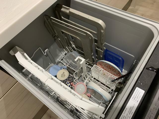 ラクウォッシュプレートを食洗機に入れた様子(洗う前)