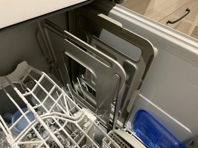 食洗機にラクウォッシュプレートを入れた様子